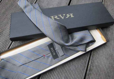 Jeg blev begavet med et venligt brev og dette herlige business slips.