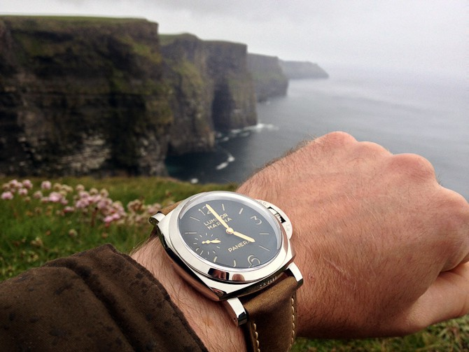 Rasmus Zeuch med Panerai 422 fra 2014. Skudt ved Cliffs of Mohar i Irland