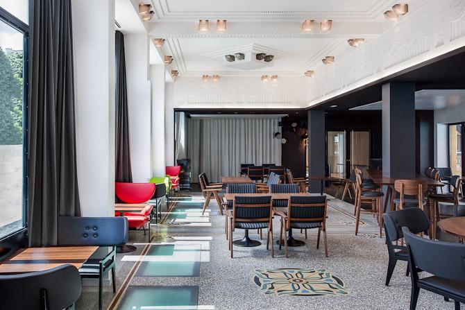 Kaviar eller hummer i cognac? På gourmetrestauranten kan det være svært at vælge mellem de mange femstjernede retter, der er specielt udtænkt af topchefen Yannick Alléno. Foto: Alexandre Soria