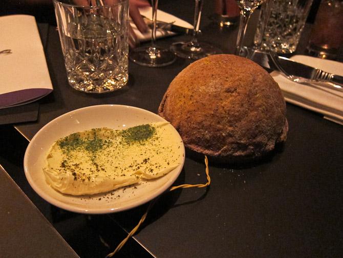 Pisket smør (uden skrig) og en lampe af brød. Så har jeg set - og smagt - det med.