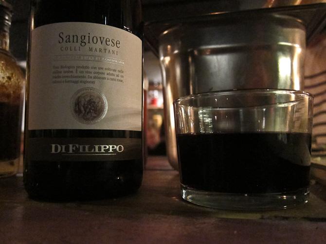 Vinen fra Italien - i lavt glas i øvrigt. Meget casualt.