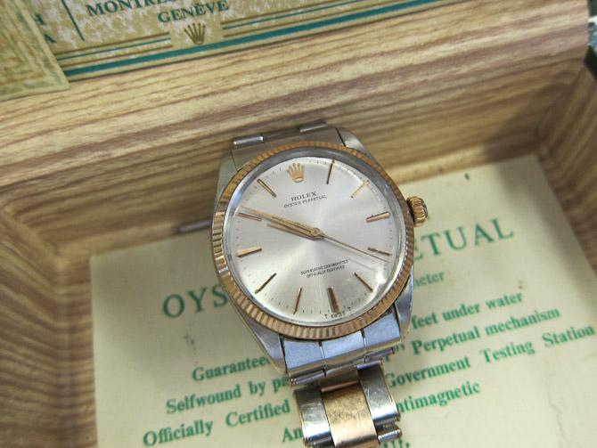Med en diameter på 34 mm er uret alt andet end højtråbende.