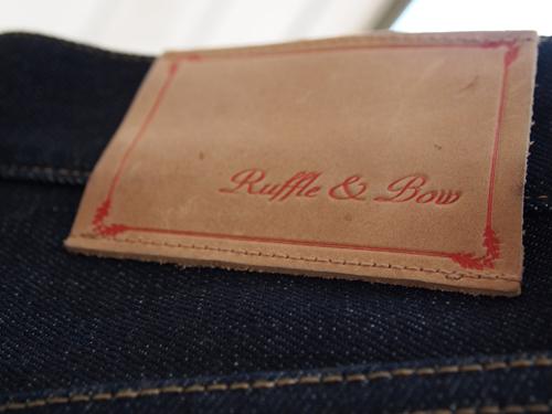 Logo på bagside af cowboybuksen.