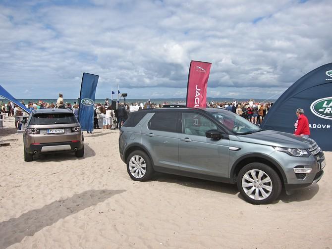 Bilpartnere i sandet