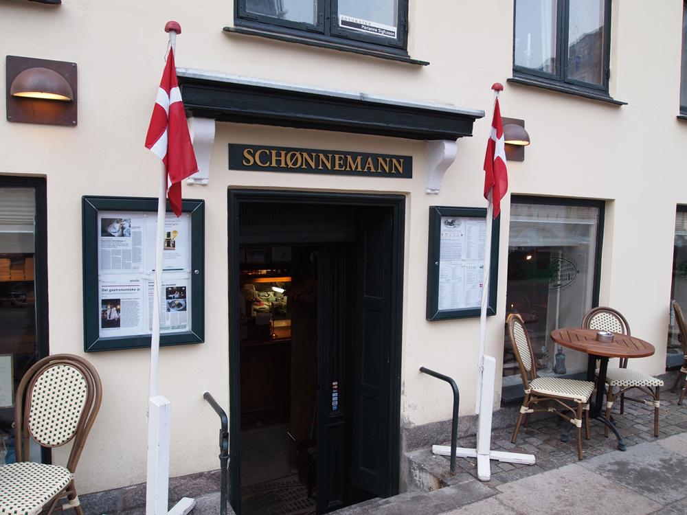 Skønnemadder på Schønnemann venter forude - og tre trin nede.