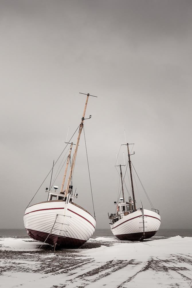 FiskebåŒde og vinter ved Slettestrand.