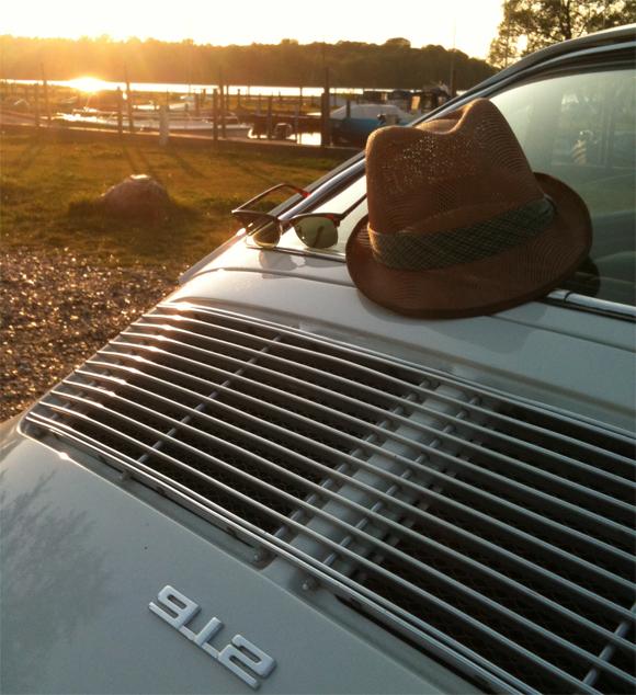 Lyse aftener, en casual sommerhat, feel good og dansk sommer. I dag får du tips fra Axel, der omhandler årest bedste årstider.