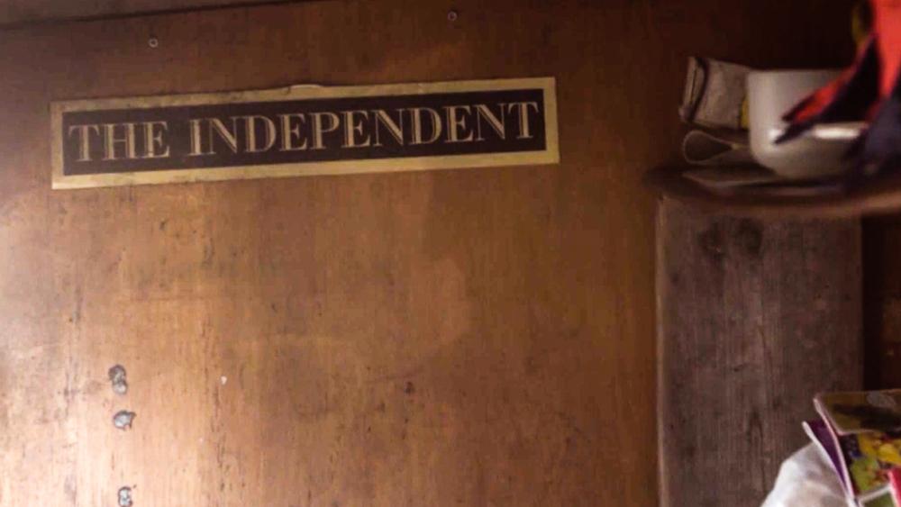 En avis - og en tilværelse...  Screendump fra filmen Seven Days a Week