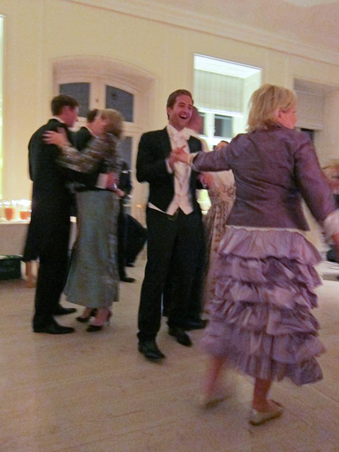 Min mor og jeg en mandag aften. Eller også var det et bryllup...