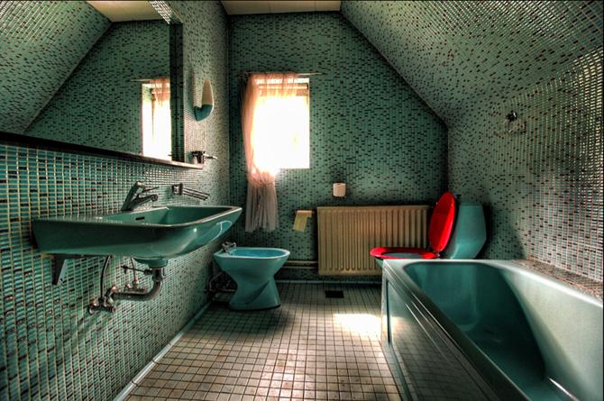 The Blue Turd Room - foto fra bogen Abandoned af Elhøj og Kirckhoff