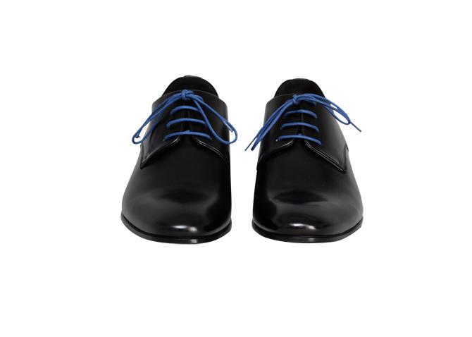 Times er en uundgåelig klassiker. Med sin diskrete elegance og farvede snørebånd kan skoen sættes til alt fra jeans til smoking.