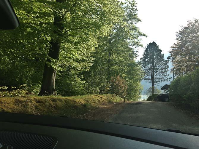Den hyggelige vej tager sig fantastisk ud om sommeren
