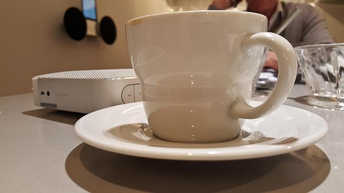 Og fik en kop stærk kaffe