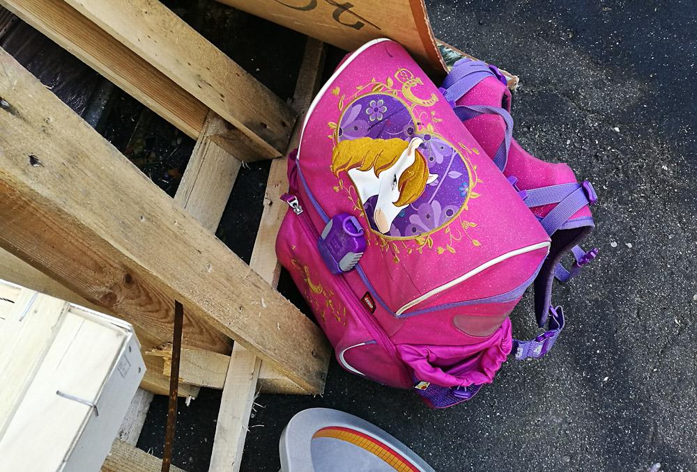 """""""Den skoletaske er for pattet!"""""""
