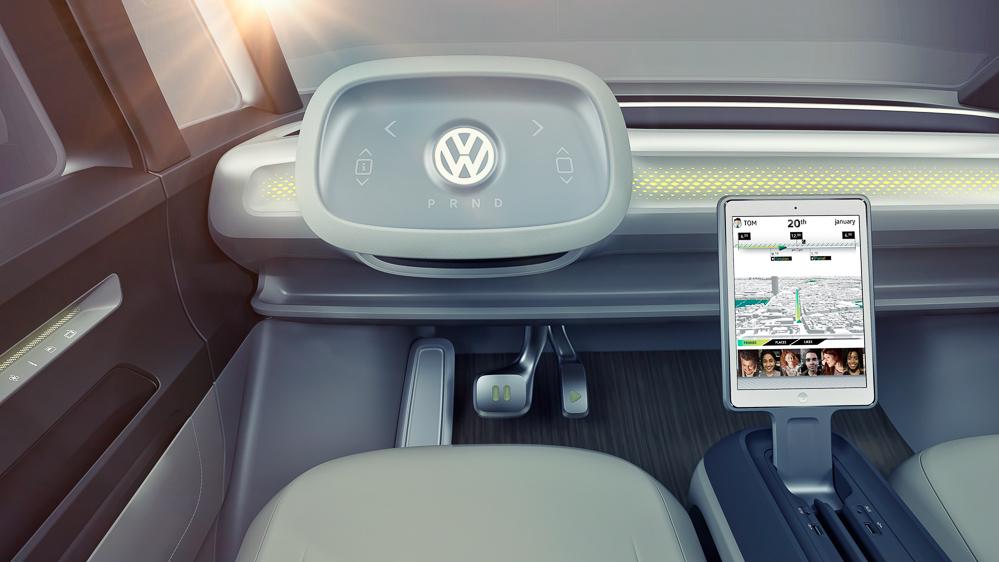 Styr det hele fra rattet - og lad tablet'en vandre ned gennem kabinen.