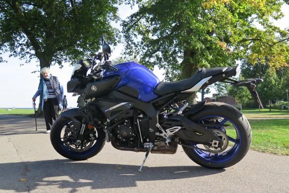 Selv de lidt ældre kan også kaste et interesseret blik på en hidsig motorcykel