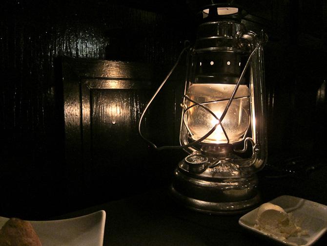 Aftenlanterne ved bordet - med smør