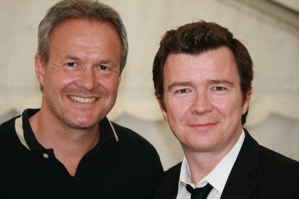 Godt nok er ingen af dem 50'er eller 60'er croonere, men Dan Rachlin og Rick Astley er begge glade ved musik.