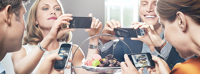 Jeg indrømmer, at jeg som oftest har kamera med, når jeg spiser ude. Men det er for din skyld. Du kan passende lade Instagram og Facebook passe sig selv, mens du spiser...