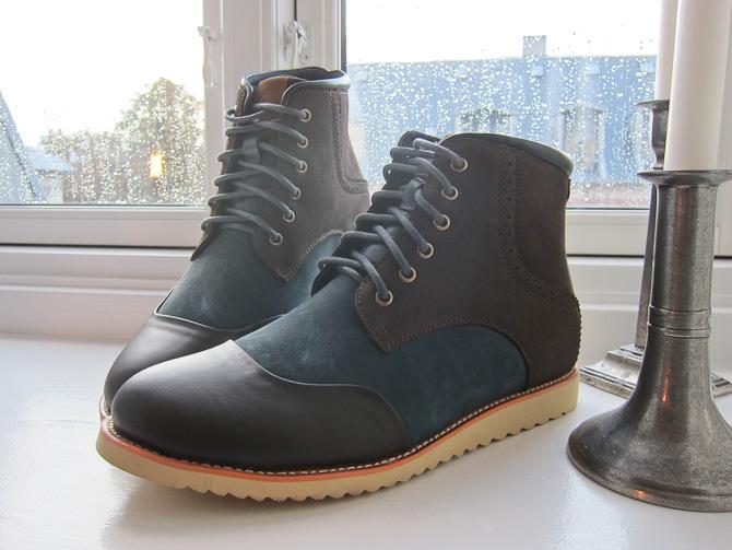 To-farvet og i støvleform
