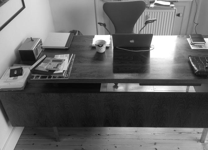 Skrivebordet. Her er det gjort endnu ældre.