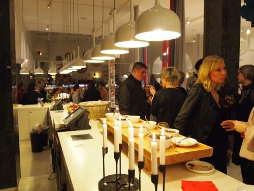 Klap-klap - så er der pindemadder. Og designnyheder i selskab med gæster.