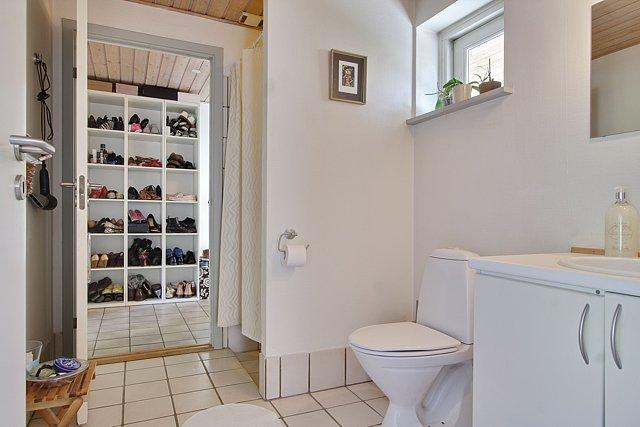 Et af de to badeværelser