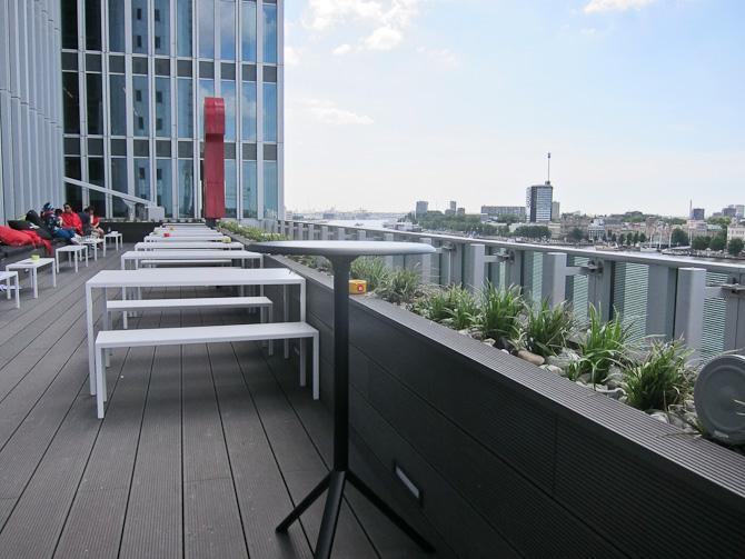 Sidepladser på terrassen