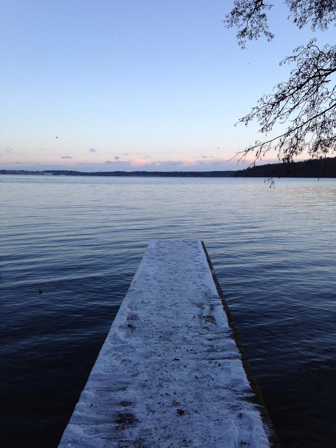 Taget udover Furesøen den 25. december. Vi går altid en tur til furesøen 1. Juledag, og roen sænker sig på en helt særlig måde. Jeg har været heldig at vokse op i et område med sådan nogle fantastiske omgivelser.