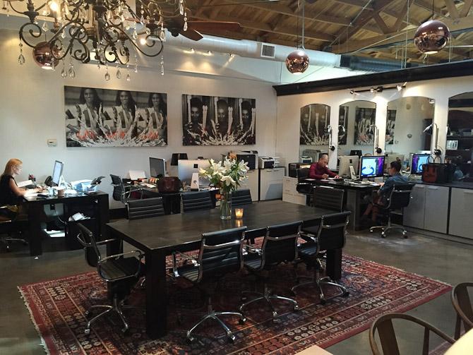 Janniks kontor med dansk kunst fra Bjørn Agertved btw.