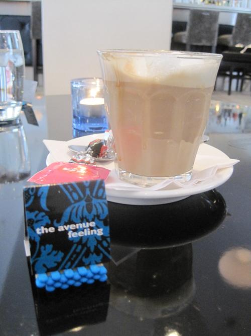 Nyd kaffen, og nup en æske af de legendariske tændstikker, som kører på femte kollektion. Et nyt år betyder en ny farve.