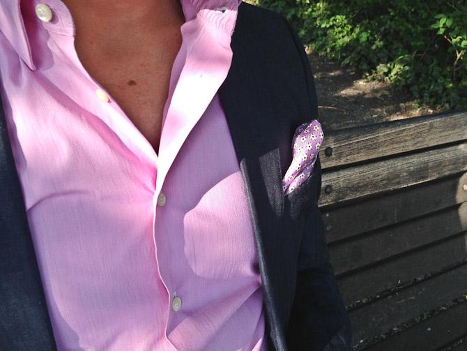 Delvis match på klud og skjorte, men ikke et decideret sæt.