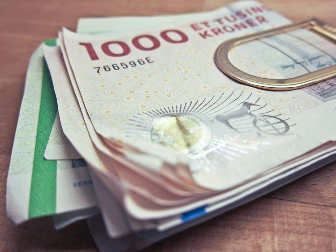 """Vanligvis kan penge være lidt vulgært at """"flashe"""", men her kan det komme dig til gode. Og så er det et ok blikfang..."""