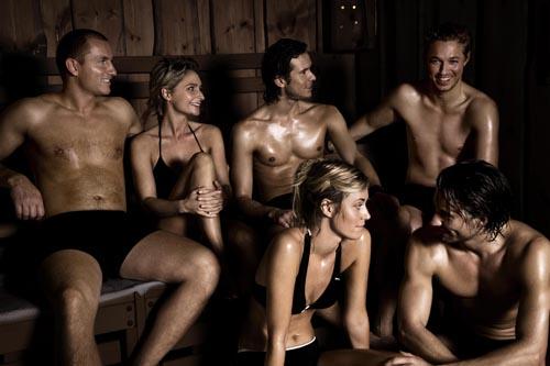 Fotomodeller i saunaen - måske til en saunagus. Foto er venligst udlånt af Well-come spa
