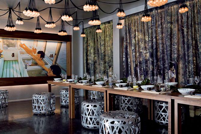 Sæt dig til bords med en ven M/K, og læn dig tilbage. Der er sørget for en skønne retter og ditto atmosfære.