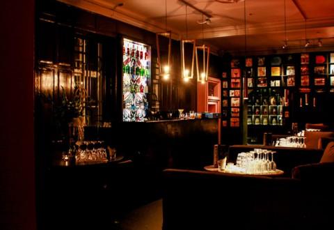 The Vault. Det er her, vi skal samles - tilsæt vintageure, 2-for-1 priser på cocktails og velkomstsjus.