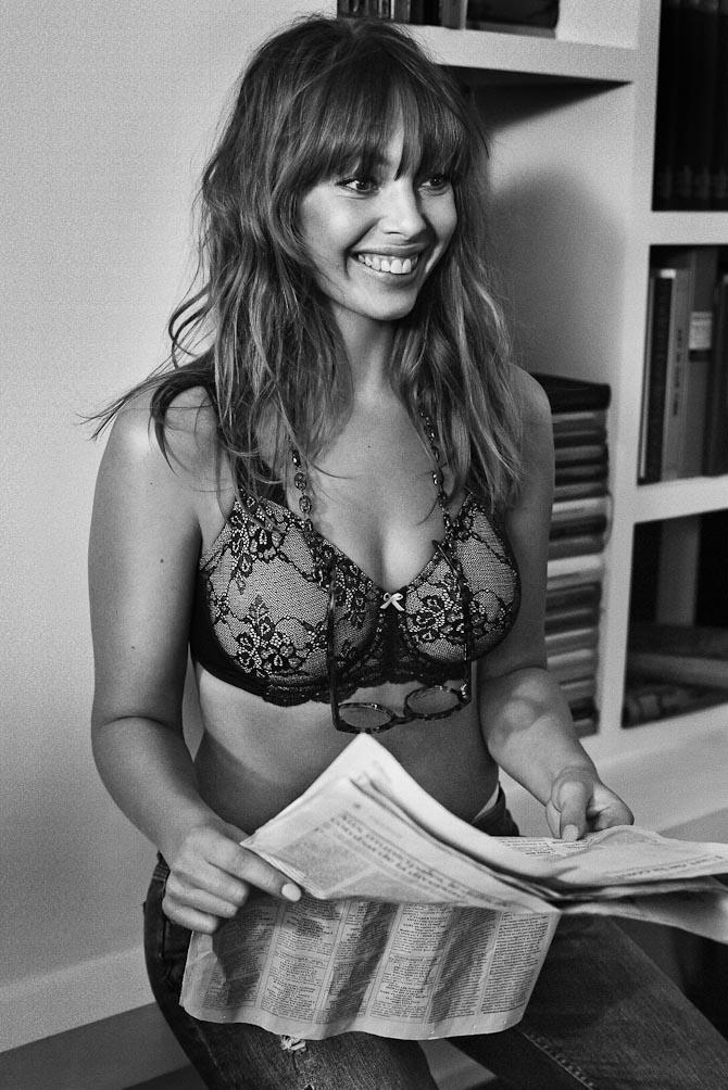 Anne Sofie er også dansk. Og læser jura. Samt avis. Og er 29 år.