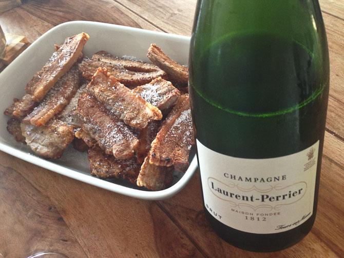 Ugens mest pudsige miks: Stegt flæsk og Champagne.
