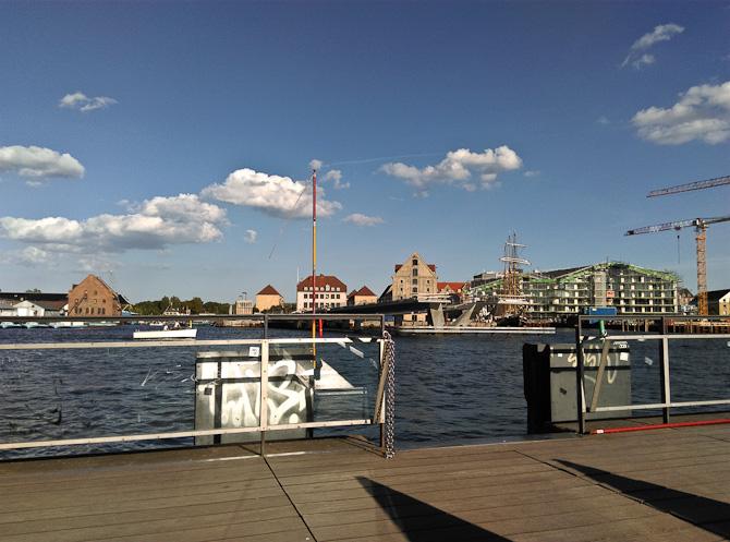 Havnefront og sky