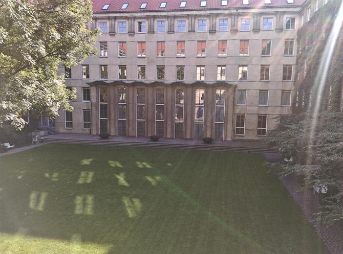 Frederiksberg Rådhus mangler ikke kvadratmeter. Eller grønt.