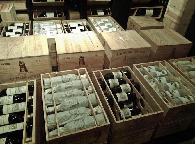 Lars Andersson har vin i kælderen.