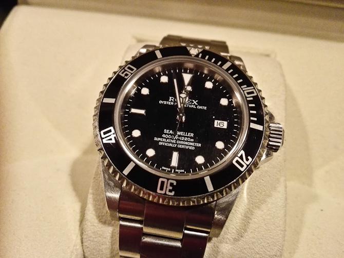 Hov. Denne Rolex Sea-Dweller fra 2008 skal skifte håndled, så slask mig en email på nk@my-pleasure.dk, hvis du er interesseret