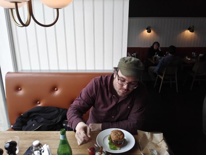 Joe og jeg på burgerbar