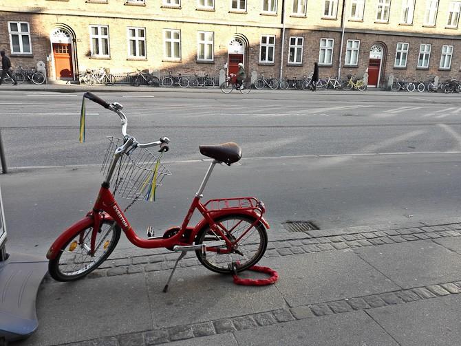 En flot cykel - og en velekviperet mand kørte den