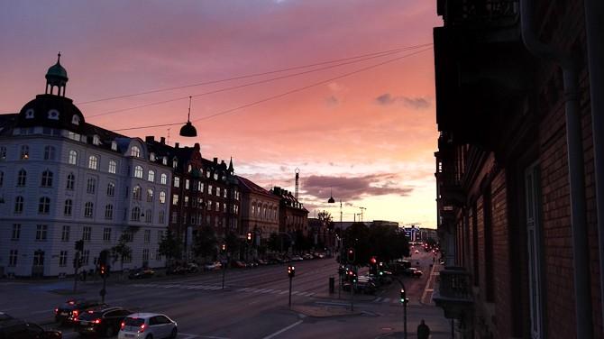 Matchie-matchie på bremselys og solnedgang