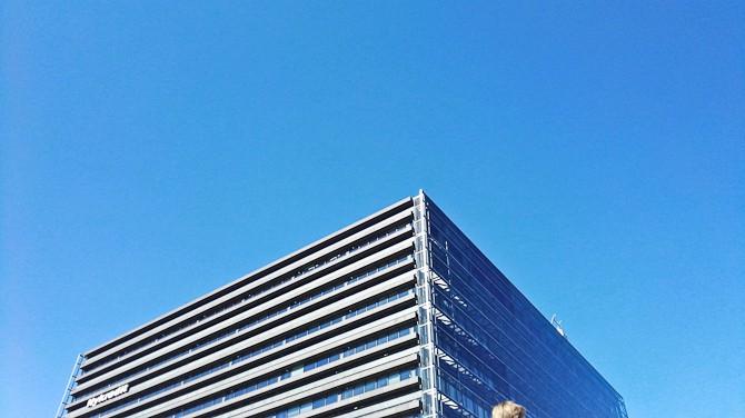 Søndag var hvlledag med blå himmel