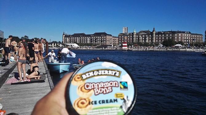 Ben & Jerry kiggede forbi på vandet med smagsprøver. Stor succes, omend der var rigeligt med kanel-løjer i isen