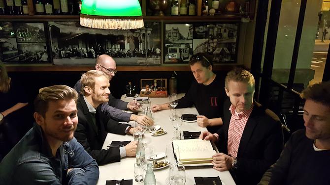 Jeg må understrege, at der kom vin på bordet