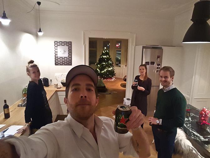 Vi fik en pilsner og planlagde årets sidste aften