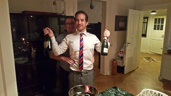 Jonas og jeg. Og to flasker Champagne.